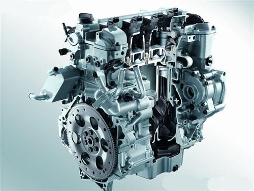 平衡轴由同时为发动机凸轮轴和水泵提供动力的链条传动系统驱动,它